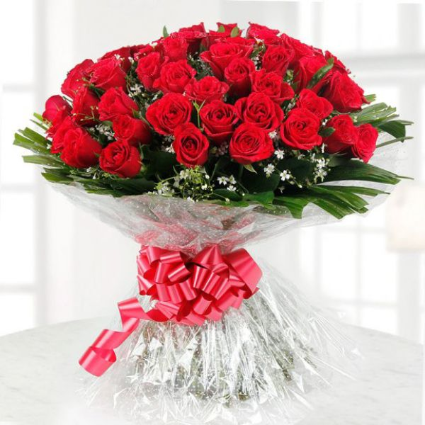 Bunch Of 100 Roses Iris Florists Mangalore Online Delivery Of Flowers Cakes Arrangements And Decorations